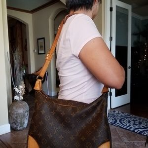 Authentic Louis Vuitton Monogram Boulogne Shoulder